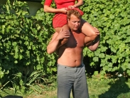 shoulder-riding-07