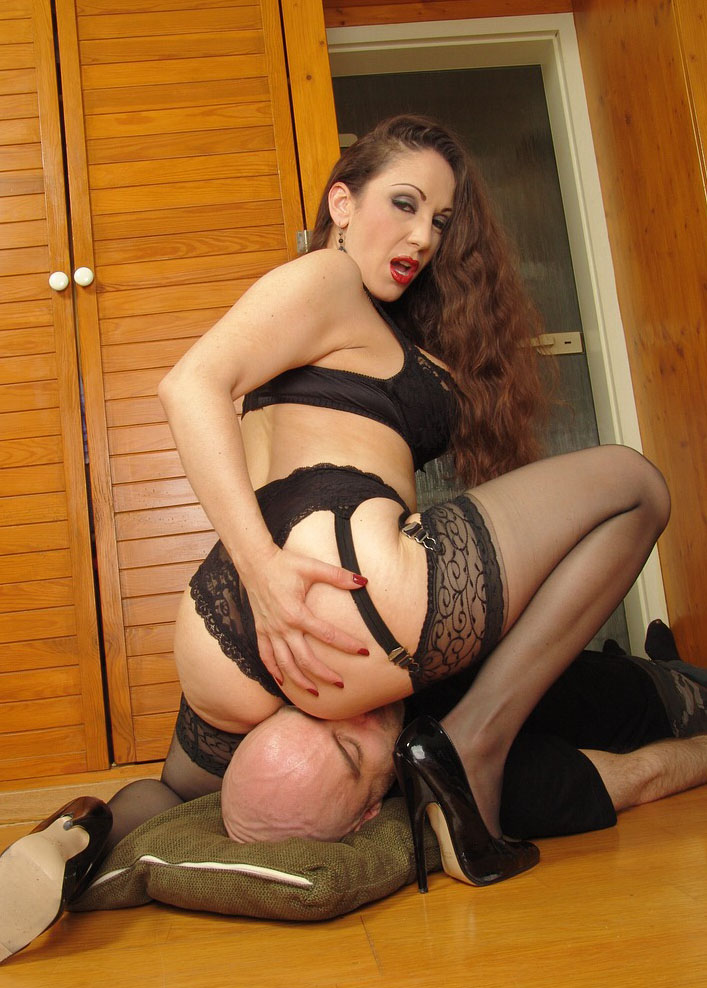 Amateur wife stripped naked