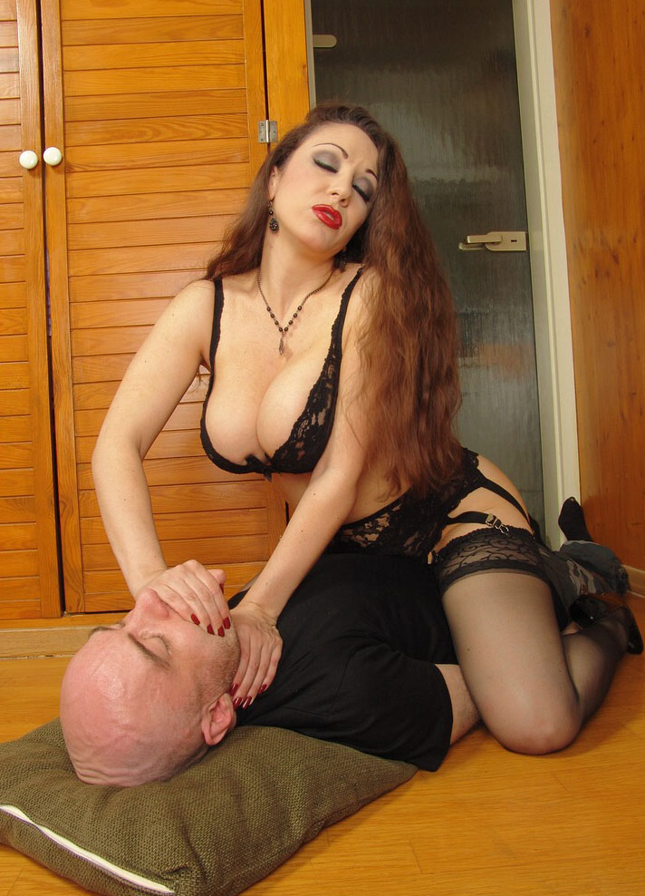 Milf dominatrix